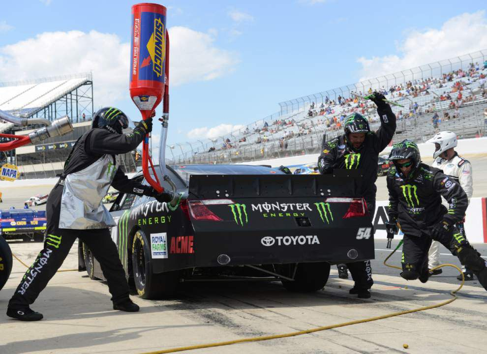 Kyle Busch 2-for-2 at Dover with Nationwide win _lowres