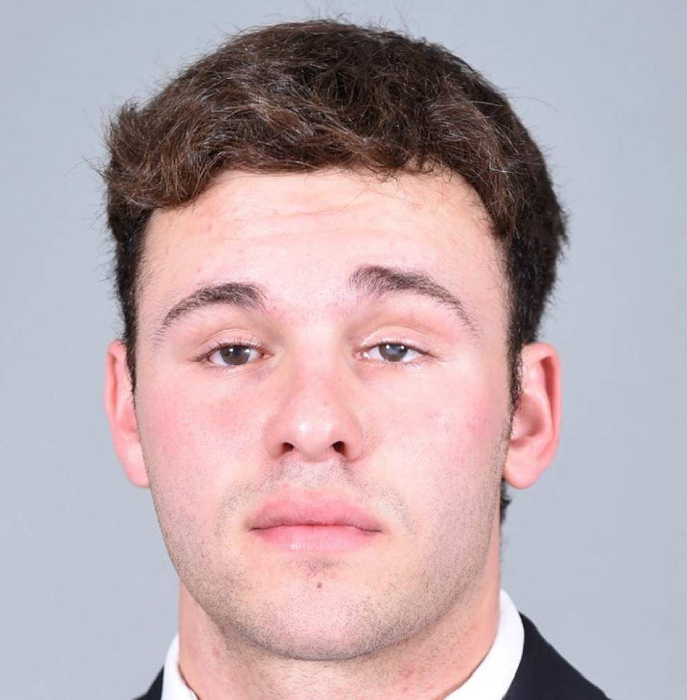 Tulane snapper Aaron Golub — legally blind — makes history on an extra point during Green Wave's game against UCF _lowres