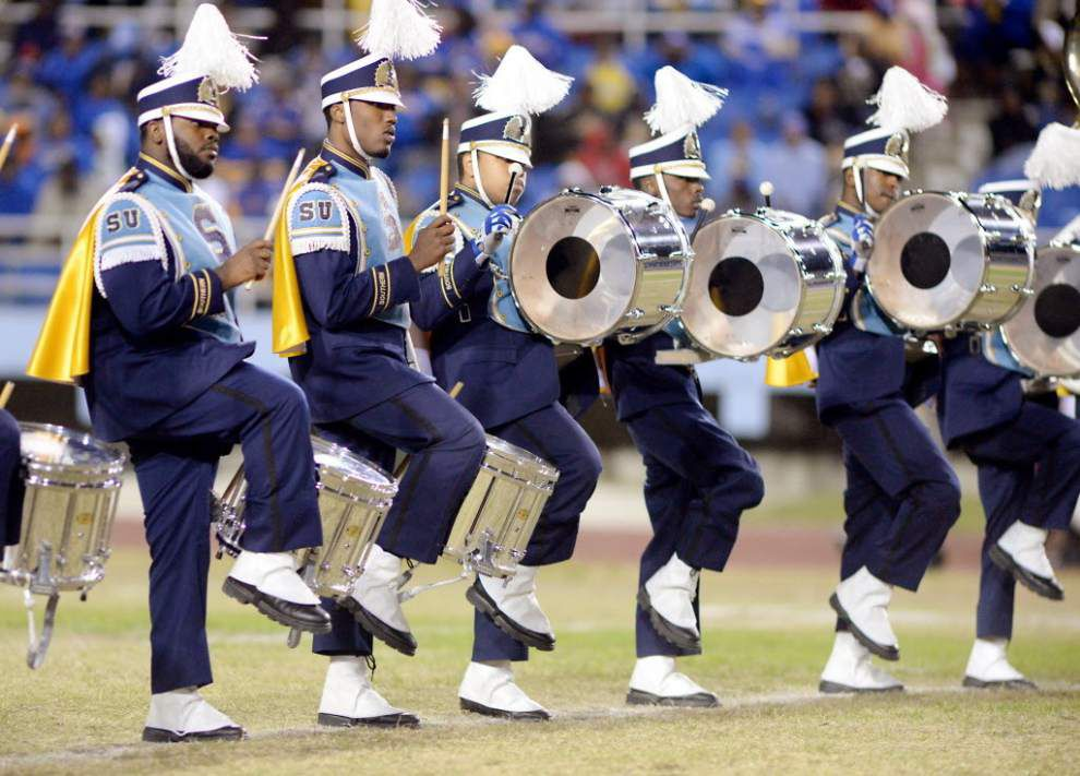 Southern's Human Jukebox performs the 'Whip,' 'Nae Nae' during ...