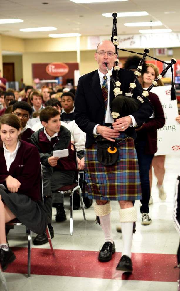 De La Salle High School celebrates Thanksgiving without boundaries _lowres