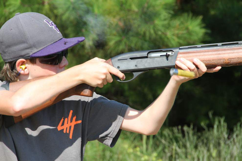 4-H group teaches youth marksmanship _lowres