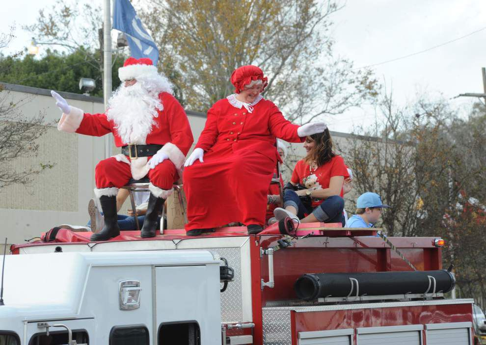 'Sneaux' theme reigns in Christmas parade _lowres