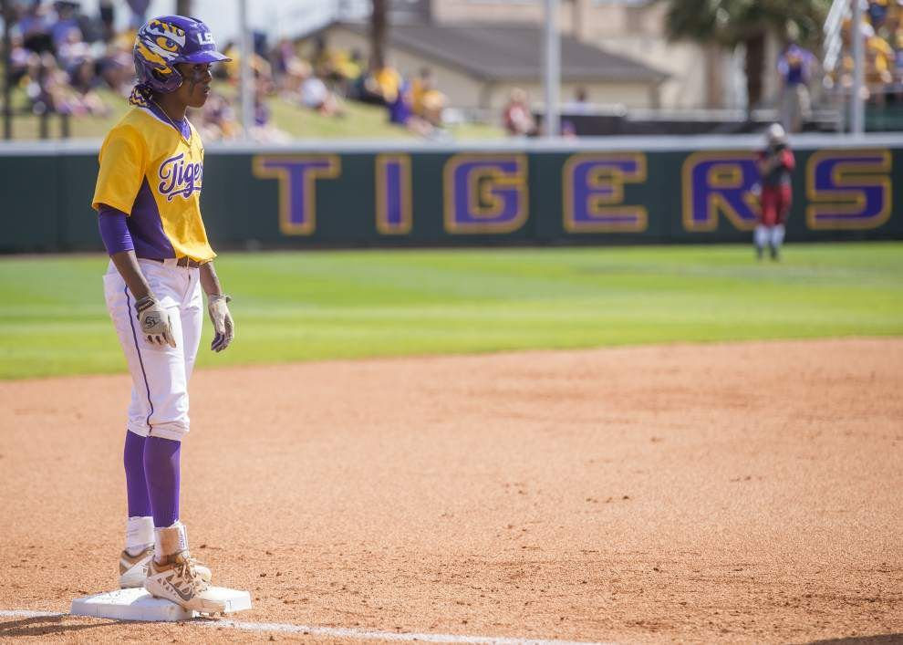 Tigers bounce back to take softball series from Bama _lowres