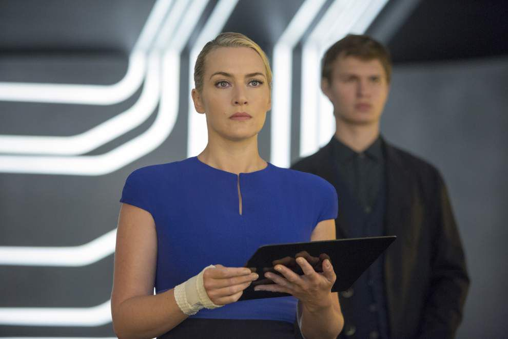 'Insurgent' seizes top spot; 'The Gunman' misfires _lowres