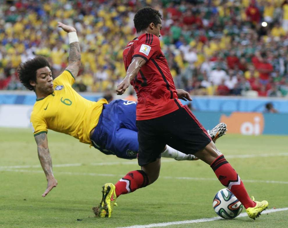 Mexico holds host Brazil to 0-0 draw _lowres