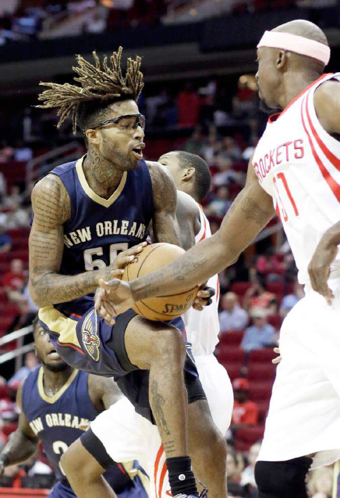 Pelicans get look at different combinations in loss at Rockets _lowres