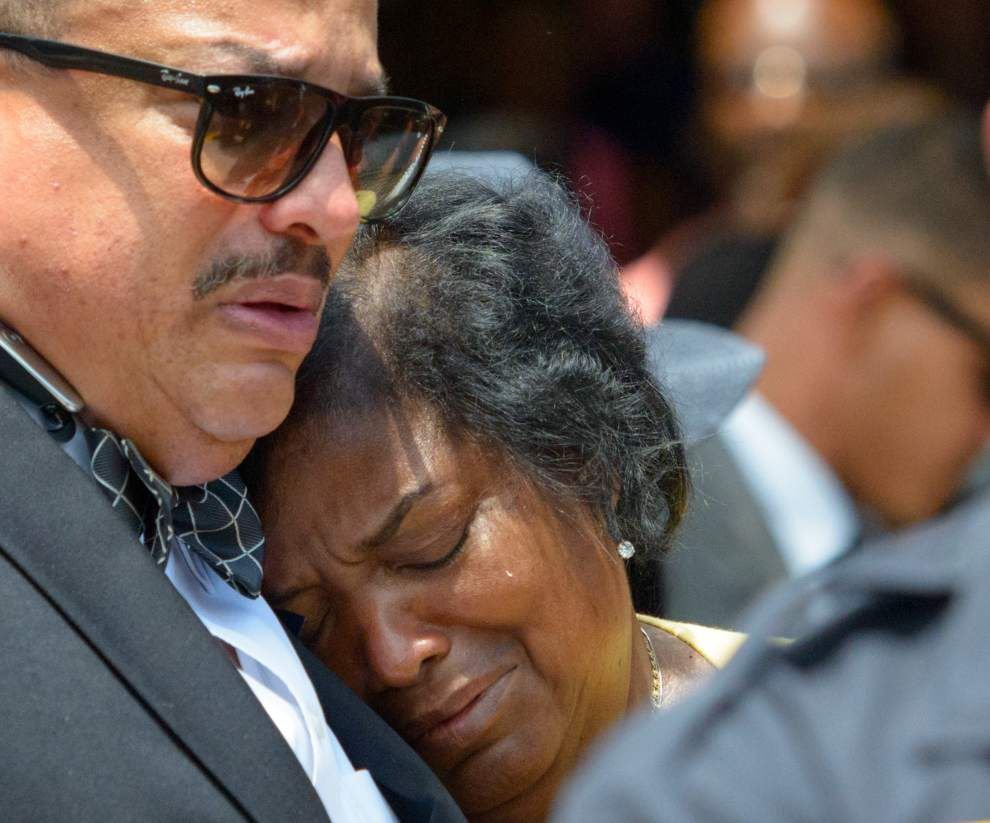Photos: New Orleans residents and officers remember fallen NOPD officer Daryle Holloway _lowres (copy)