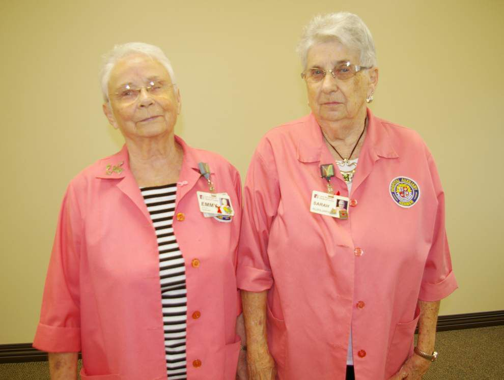 Lane Auxiliary awards service pins to volunteers _lowres