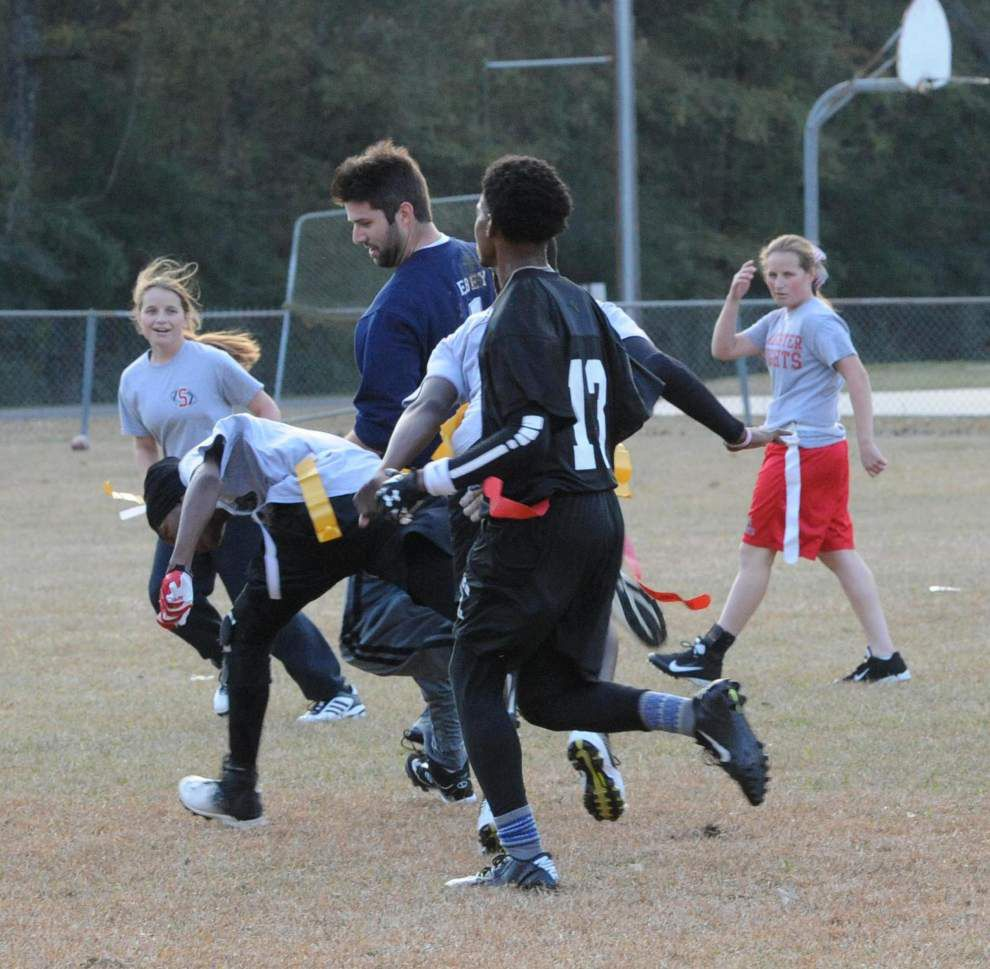 SCCS students take on teachers in Turkey Bowl _lowres