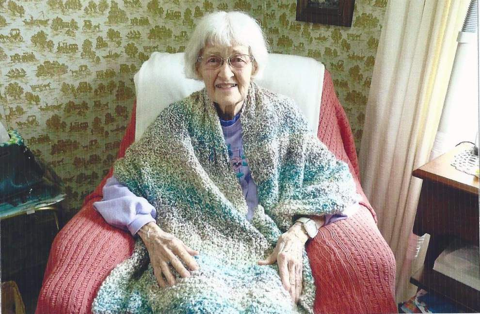 Threads of Comfort delivers 100th prayer shawl _lowres