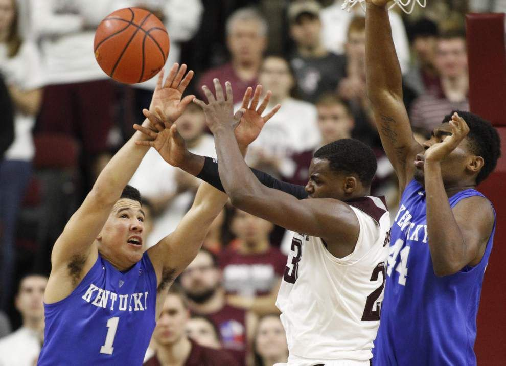 No. 1 Kentucky holds off Texas A&M in two OTs _lowres