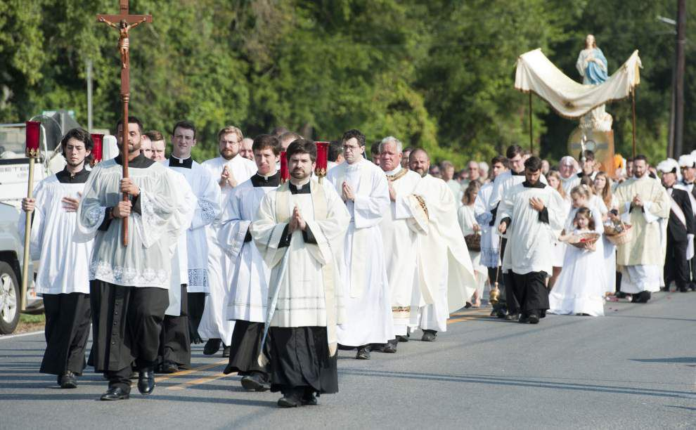 Photos: Eucharistic procession honors 250th Anniversary of St. Martin de Tours, arrival of the Acadians _lowres