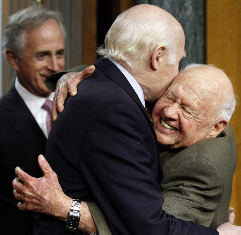 Police: Legendary star Mickey Rooney dies at 93 _lowres