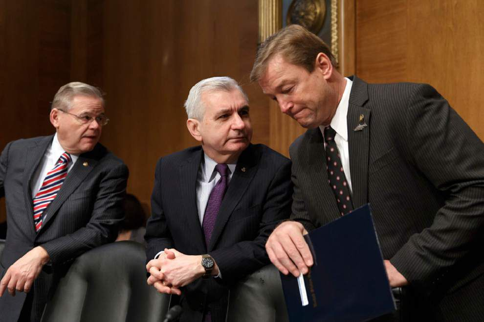 Senators strike bipartisan jobless benefits deal _lowres