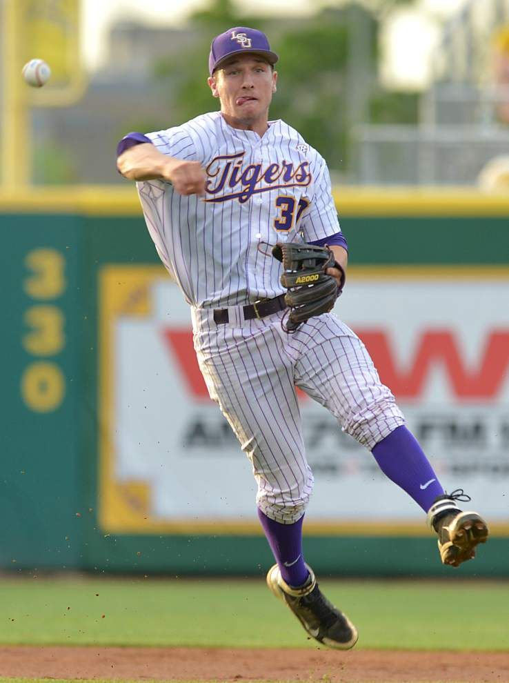 LSU rebounds, gets 40th win of season _lowres