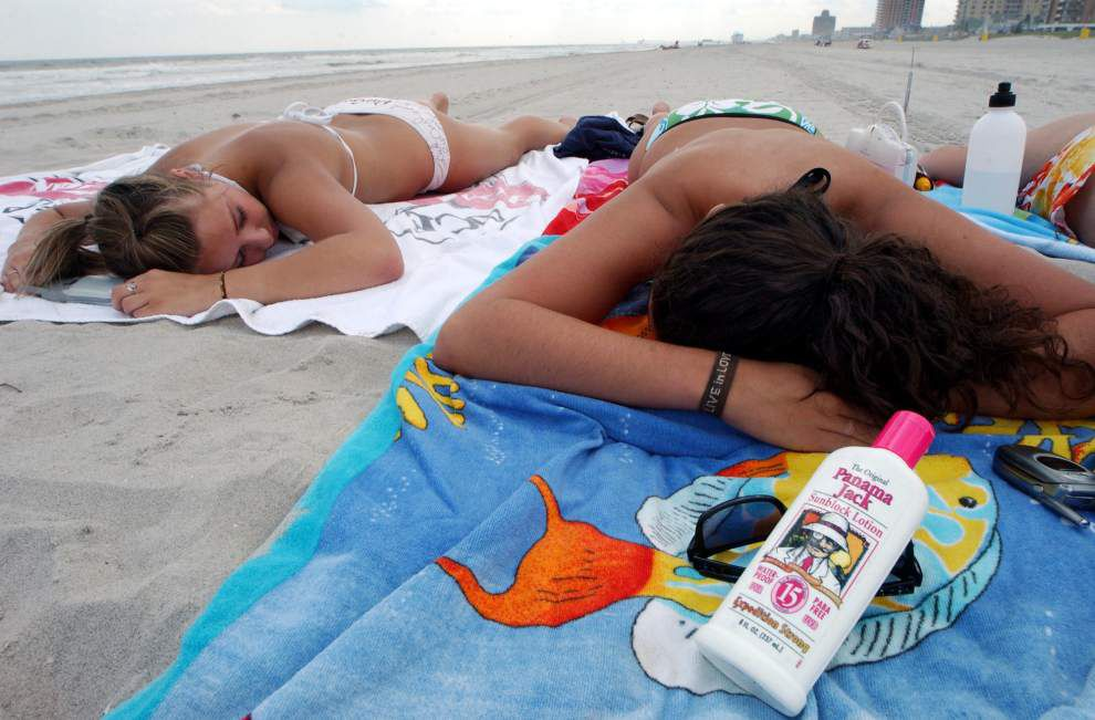 Sunburning questions: Summer is starting, so experts urge precautions to stay healthy _lowres