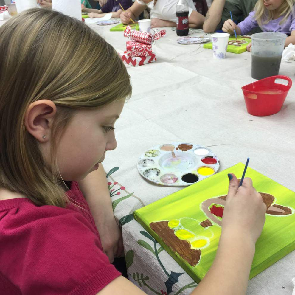 Walker High Art Club hosts painting party _lowres