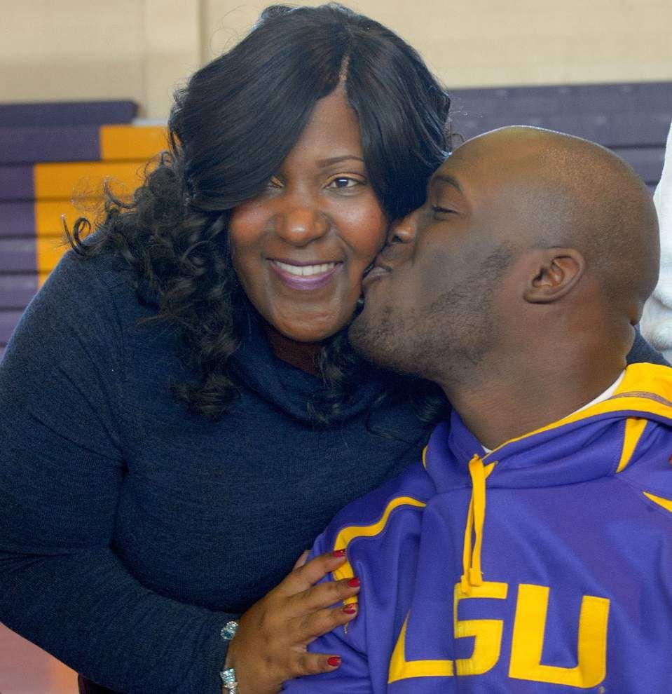 Video: Fournette says signing with LSU a big deal for him, his family _lowres