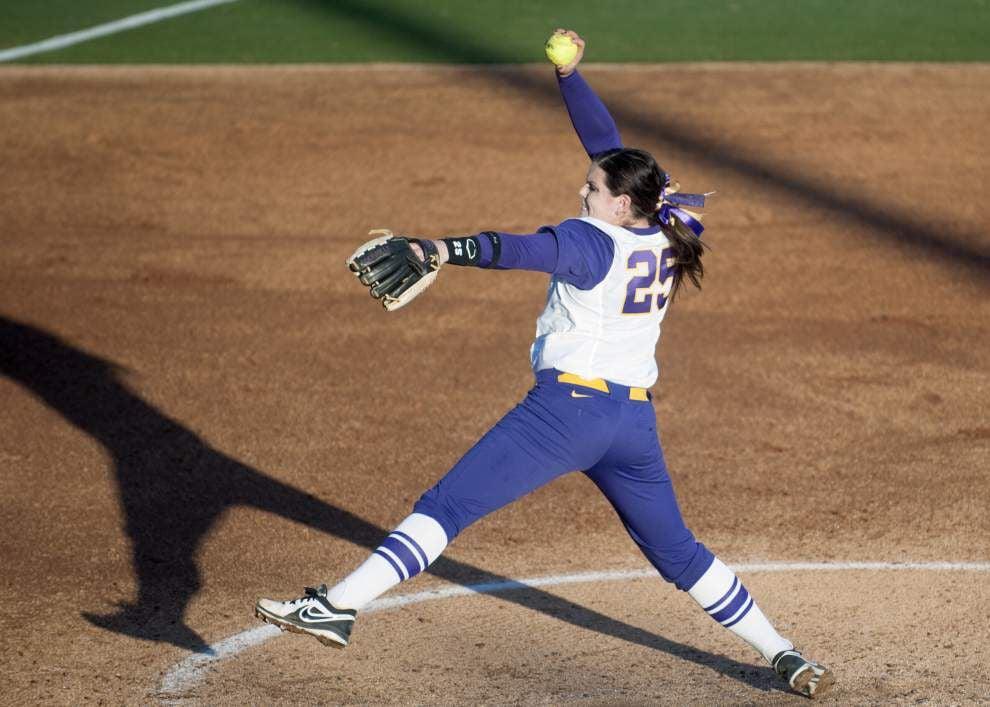 LSU softball stretches win streak to seven _lowres