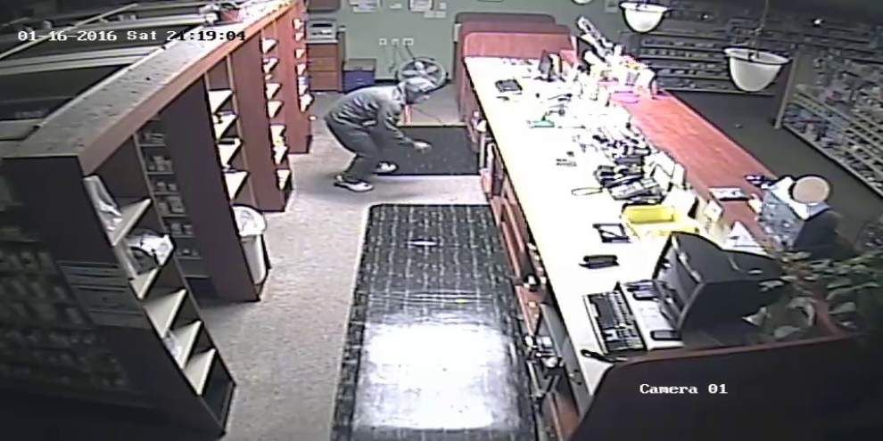 Man robs Prairieville pharmacy, gets away with prescription drugs _lowres