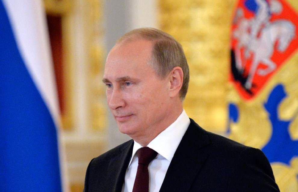 Putin tells Obama he wants better relations _lowres