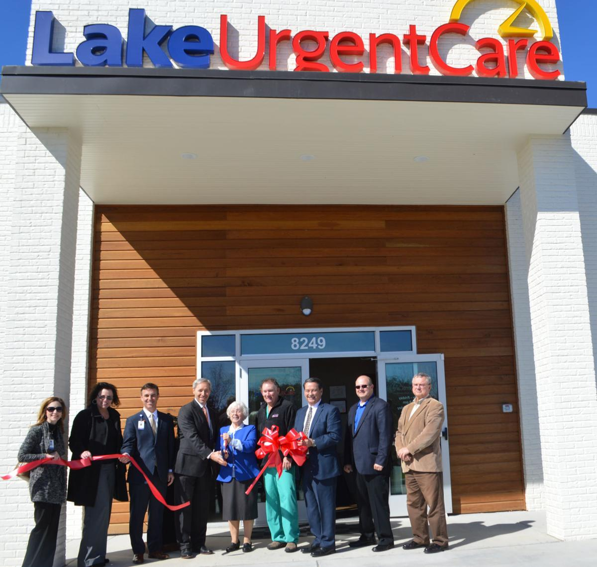 Lake_Urgent_Care_Ribbon_Cutting_018cr_-002-.jpeg