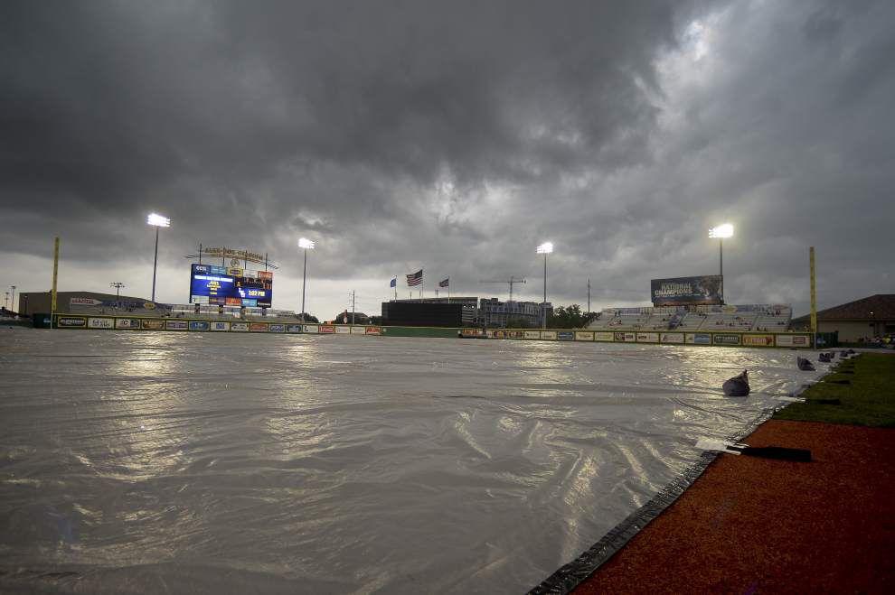 Weather delay in LSU-Alabama nightcap _lowres