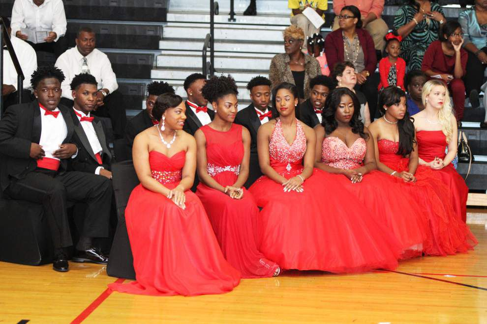 Donaldsonville High crowns presents homecoming court _lowres
