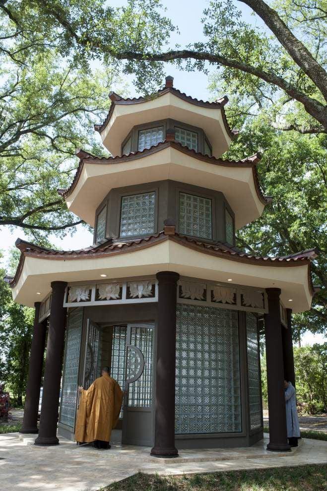 Tam Bao Temple dedicates 'Appreciation Tower' _lowres
