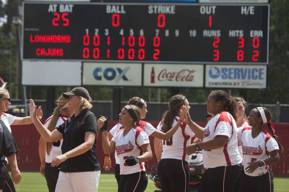 Cajuns nip Texas, rematch set for regional championship _lowres