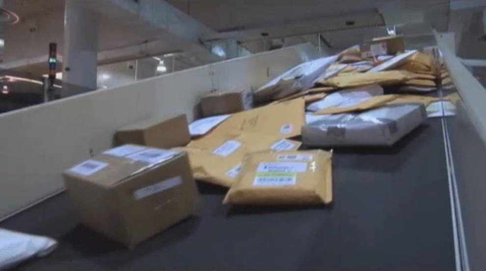 Postal service had $1.9 billion quarterly loss _lowres