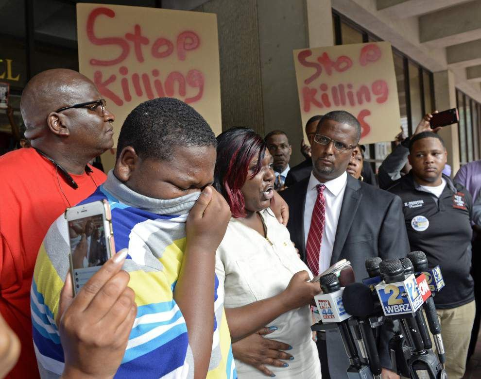Mother of Alton Sterling's son calls fatal ambush of Dallas officers 'reprehensible ... sickening violence' _lowres