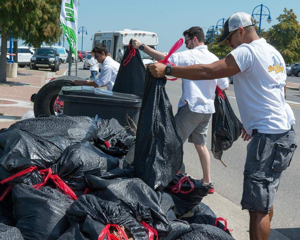 Volunteers help with annual Beach Sweep _lowres