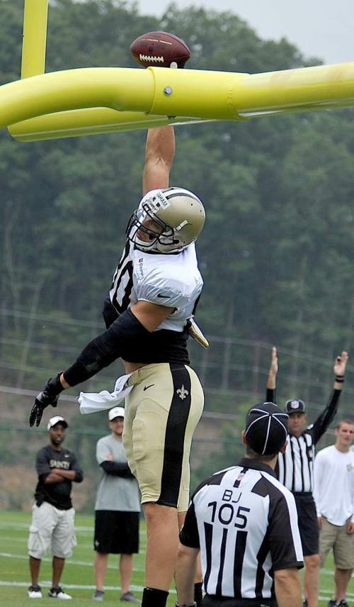 Saints TE Jimmy Graham can't get around NFL dunk ban with finger-rolls, layups, ref says _lowres