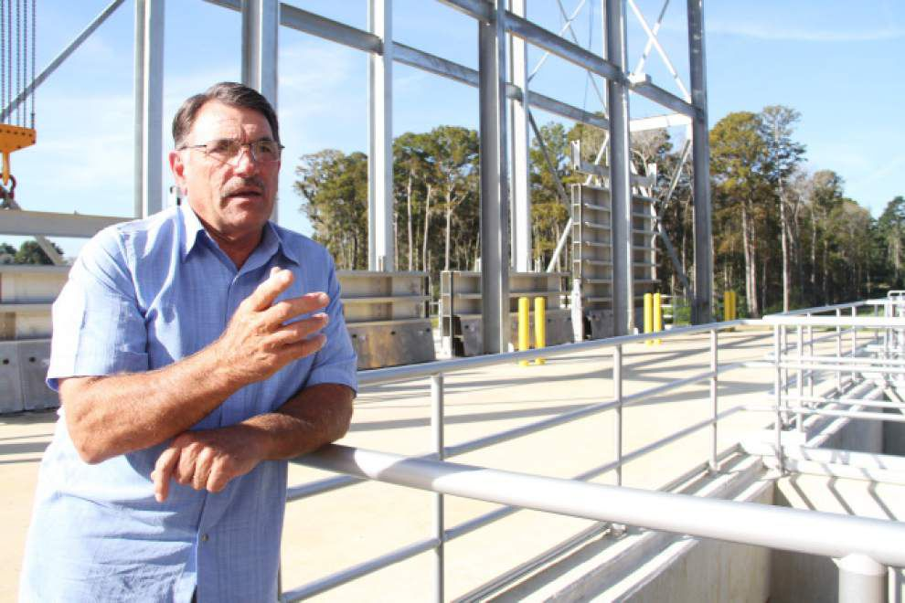 Henderson Bayou floodgate nears completion _lowres