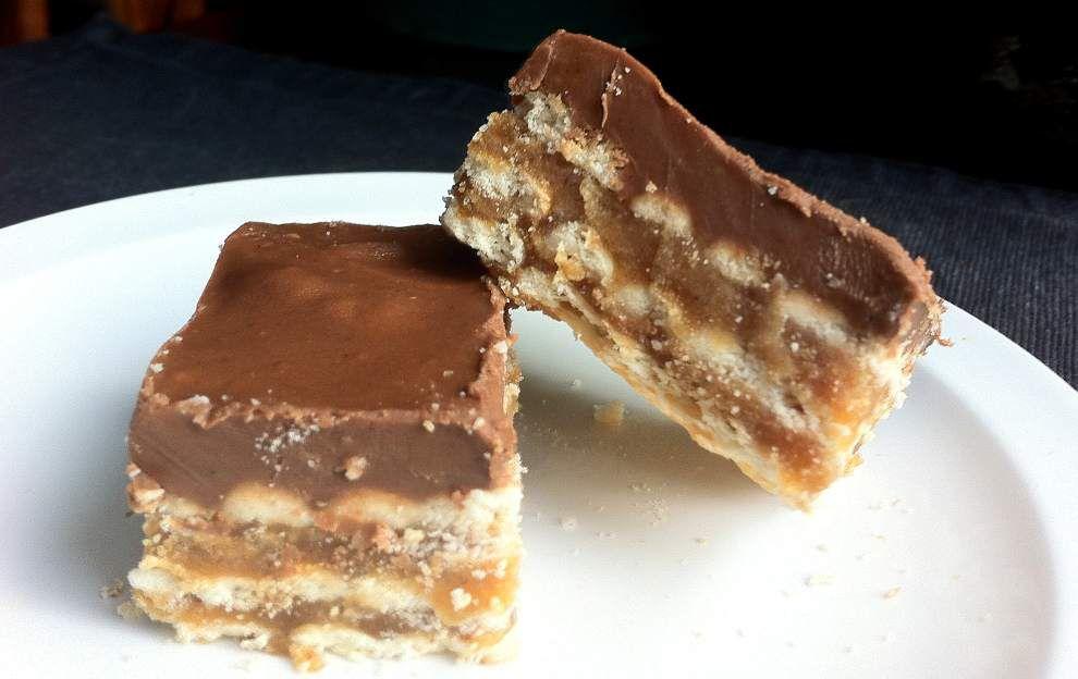 Chocolate Peanut Butter Crisp Bars _lowres