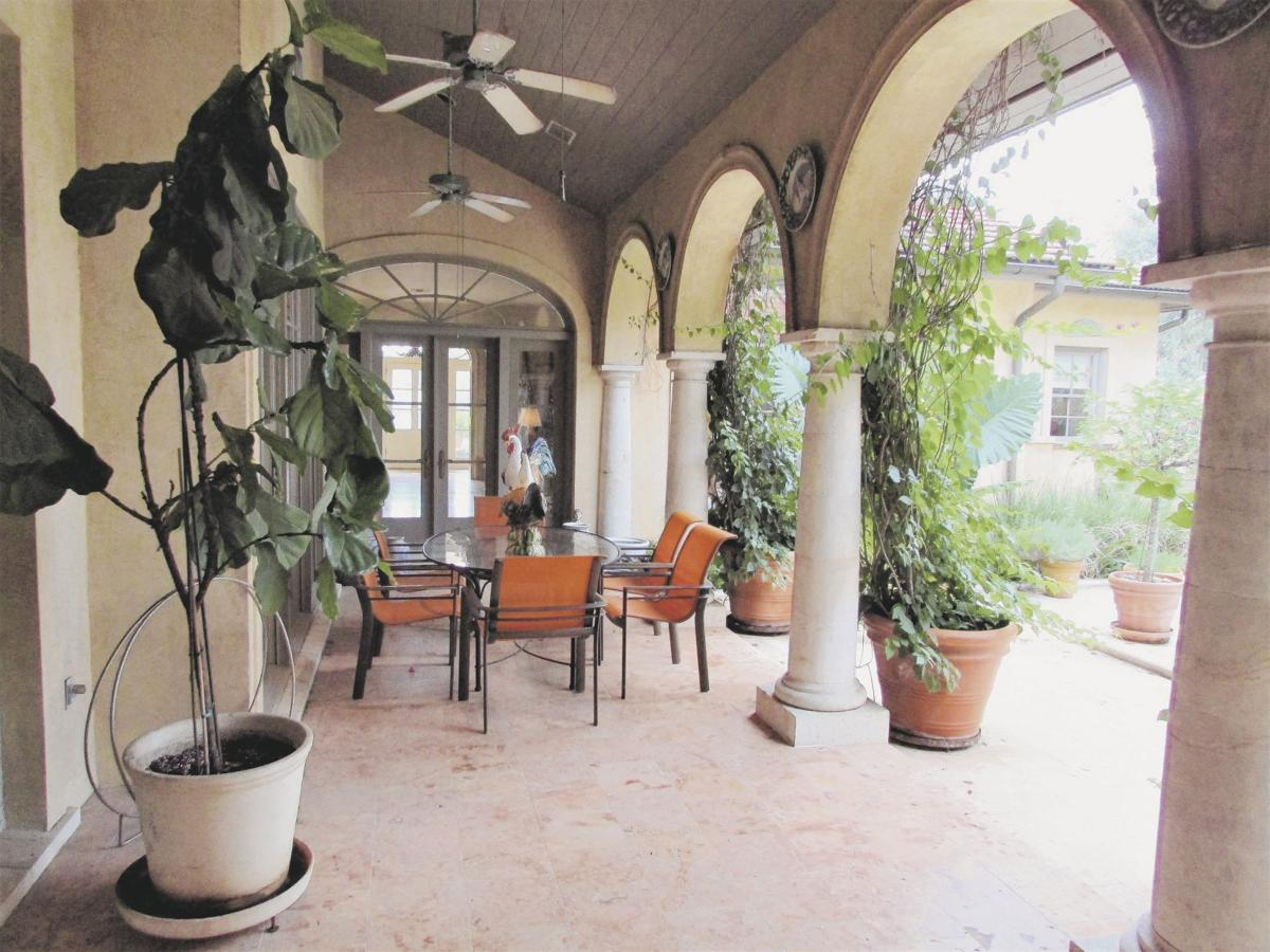 Classic Italian Villa In Jefferson Place Real Estate
