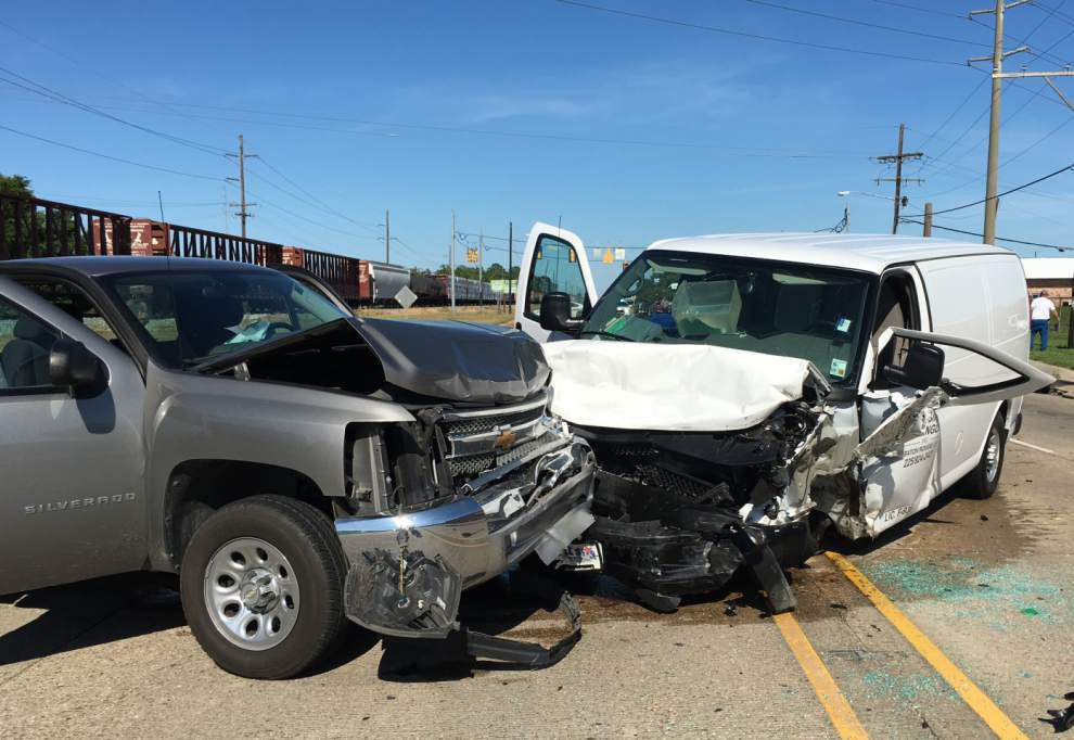 One person in critical condition following three-vehicle crash on South Choctaw Friday, police report _lowres