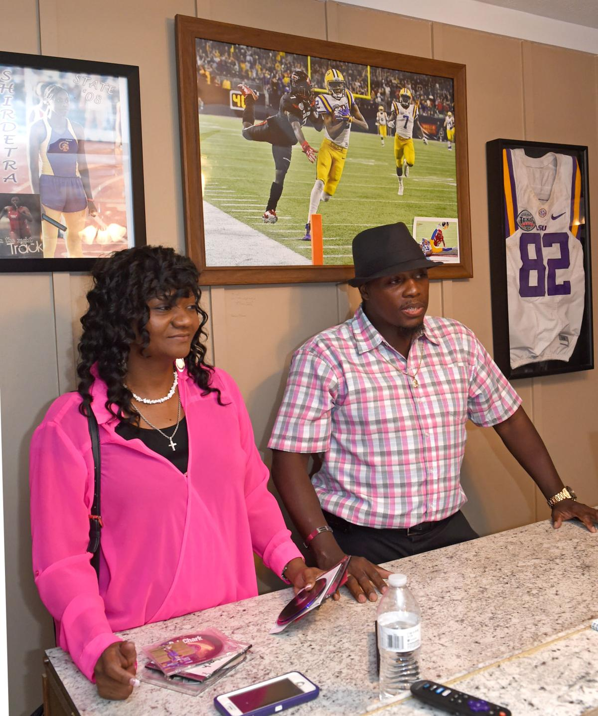 Dj Chark S Story Top Lsu Receiver Saved Dad Cared For Ailing