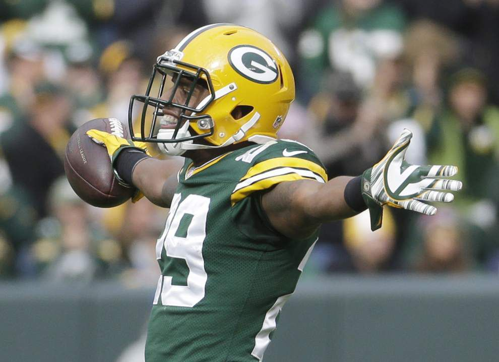 Aaron Rodgers passes for three touchdowns as Packers rout Carolina 38-17 _lowres