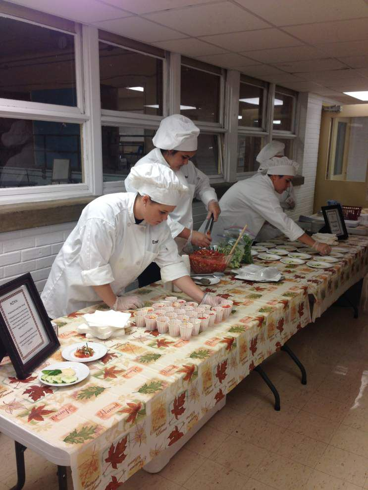 Ascension Parish students get food prep, serving experience _lowres