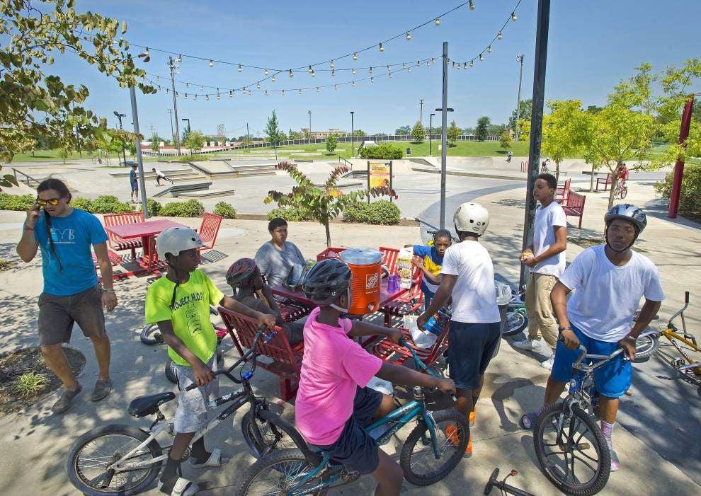 Former teacher's program teaches kids to fix bikes _lowres