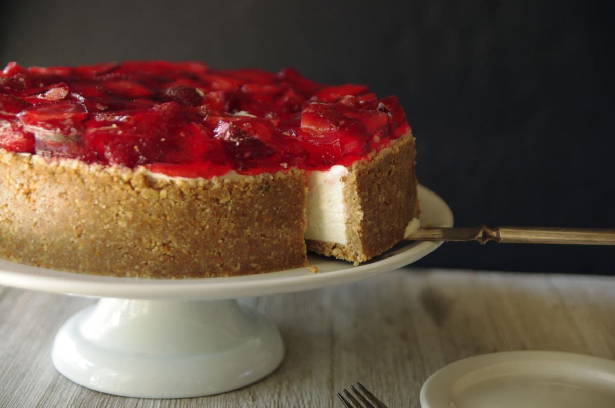 Strawberry Pretzel Pie H2.JPG