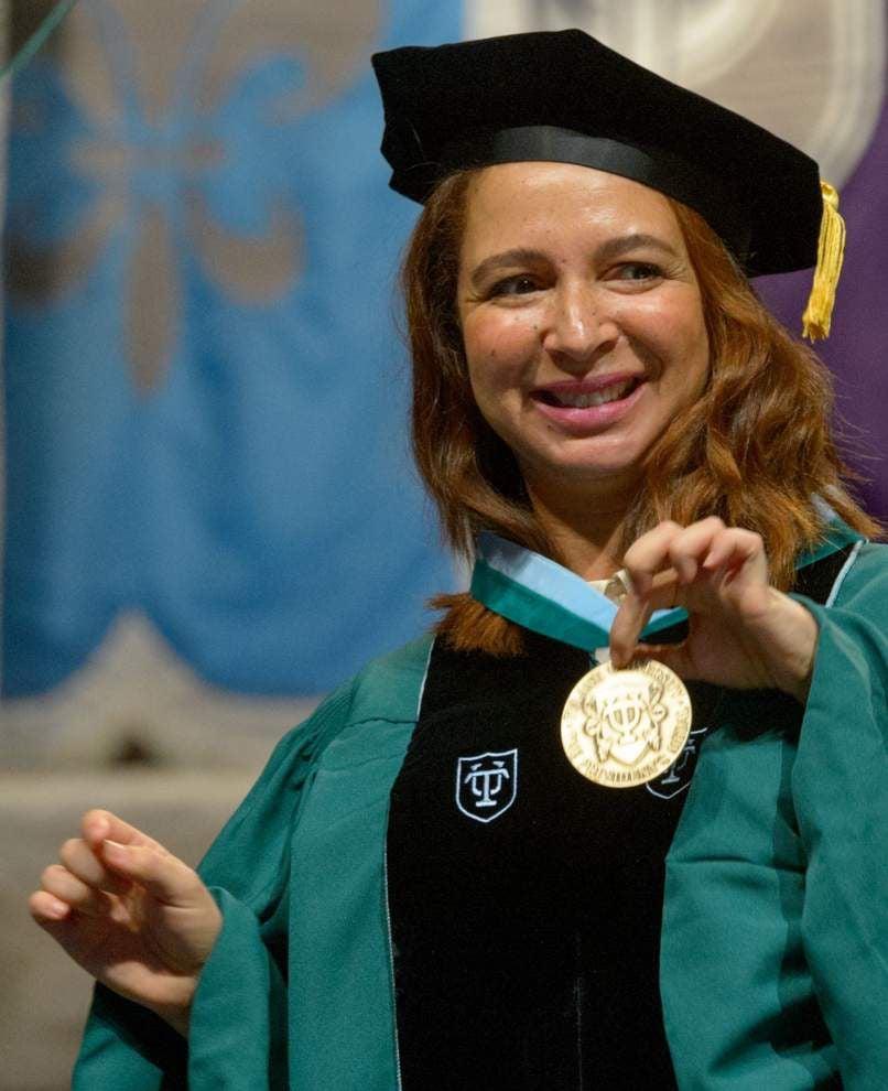 Maya Rudolph tells Tulane graduates to work hard and be nice to jerks _lowres