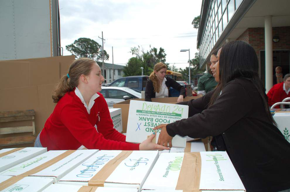 Dominican food drive brings in 21,034 cans for Second Harvest _lowres