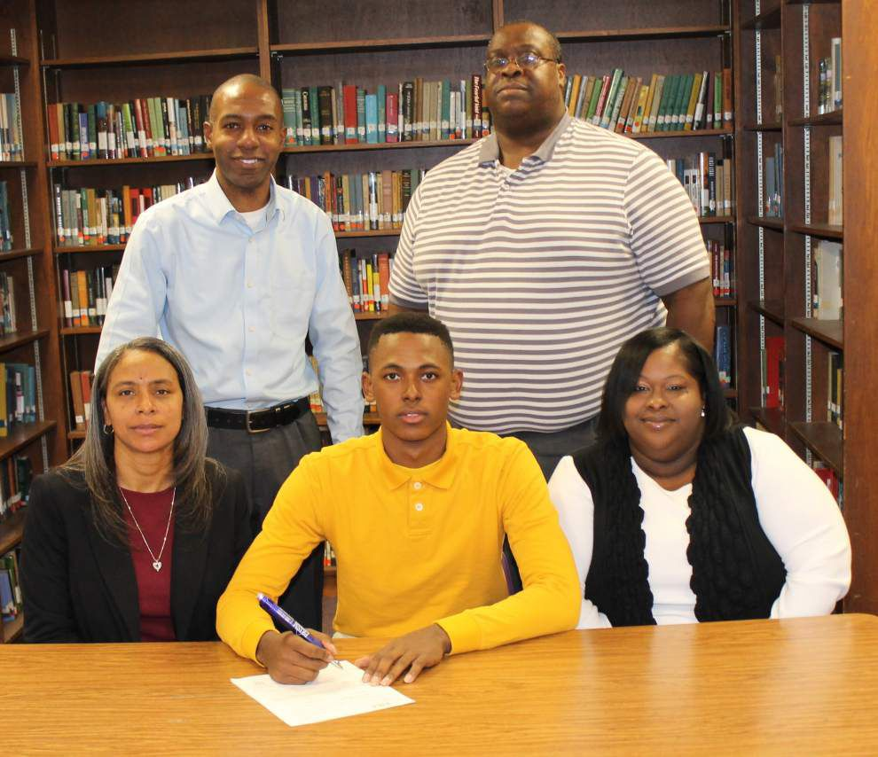 Amite basketball player signs with McNeese State _lowres