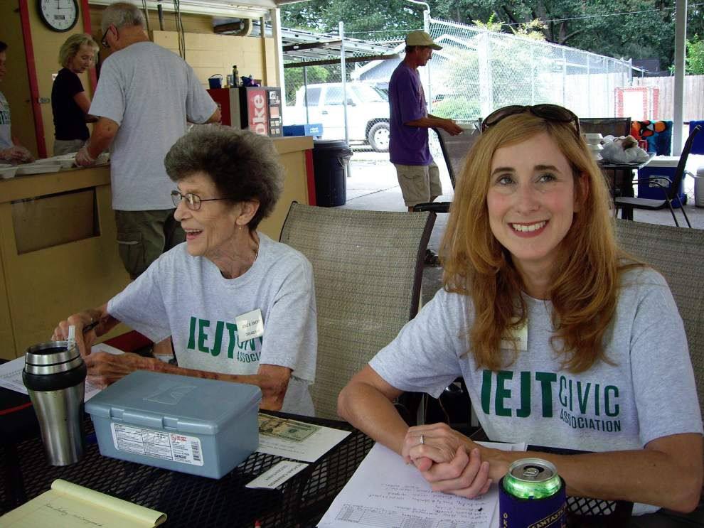Civic association hosts lunch, swim party _lowres