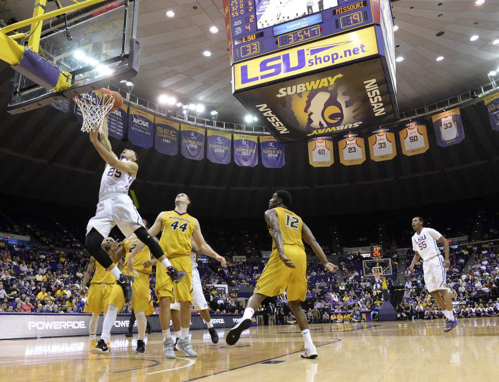 LSU Tigers overcome second-half sputters to beat Missouri 80-71, remain a game back of Kentucky and Texas A&M in the SEC with one game left _lowres