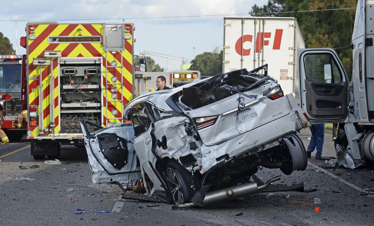 Child killed in major crash near Mississippi River bridge a 'hero