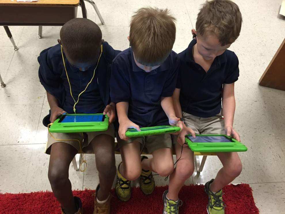 Galvez first-graders receive iPads _lowres